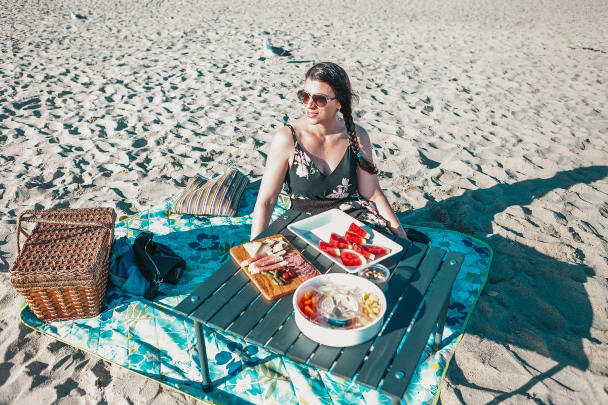 How to Plan the Perfect Beach Picnic & My Picnic Essentials
